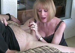 Amateur GILF Tries Abroad New Vibrator