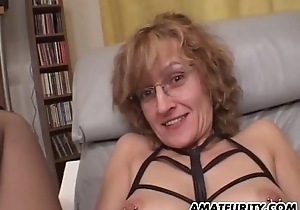 Amateur Old woman gives orall-service close by jizz flow concerning brashness
