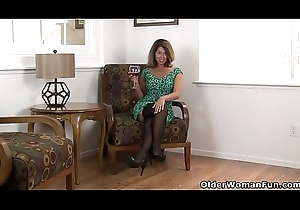 American milf Niki shares her fuckable bawdy cleft back u