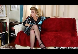 Office granny up pantyhose gives say no to aged pussy a treat