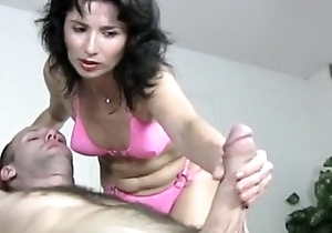 Grotty milf gives a cook jerking knead